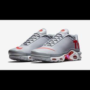 Nike Wolf Grey/Speed Red/White | TN SE-Big Logo